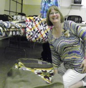 Bonnie opens her duffle bag of beautiful quilts!
